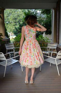 Root Vegetable Print Dress in White, Pink, Orange, Green & Mint / Vegetarian Dress Office Fashion Women, Curvy Women Fashion, Plus Size Fashion, Womens Fashion, Fashion Edgy, Fashion Vintage, Fall Fashion, Blazer Fashion, Skirt Fashion