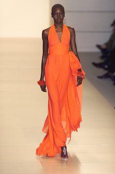 Valentino at Paris Fashion Week Spring 2001 - Runway Photos Runway Fashion, Fashion Models, High Fashion, Paris Fashion, Mode Orange, Orange Fashion, Orange Dress, Mode Style, Beautiful Outfits