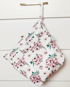 Vintage Bloom - Our NEW On-the-Go Wet/Dry Bag is the PERFECT double compartment wetbag for daytime outings, daycare, swim/gym class. Now with Seam-Seal Technology for extra water-tightness! Just bring it all home and wash! Holds 6-8 cloth diapers and keeps wet and dry items separate. Pair it with our Multi-use Wallet and you're set!