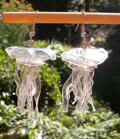 Clear Jellyfish Earrings Made From Recycled Plastic - Bottle Crafts Reuse Plastic Bottles, Plastic Bottle Flowers, Plastic Bottle Crafts, Recycled Bottles, Plastic Recycling, Plastic Craft, Diy Crafts Jewelry, Recycled Jewelry, Recycled Art