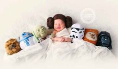 Perfect newborn picture for a baby star wars fan! I love that baby princess Leia is in between Yoda, and Chewbacca on one side with a storm trooper, an Ewok, & I Darth Vader on the other side! Newborn Bebe, Foto Newborn, Newborn Baby Photos, Newborn Baby Photography, Newborn Pictures, Newborn Photographer, Baby Pictures, Baby Newborn, The Babys