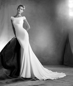 Edrei - Wedding dress with a bateau neckline                                                                                                                                                     Más