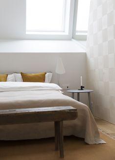 Multikomfort i visningshus, Larvik - Nyfelt og Strand Interiørarkitekter Bed, Furniture, Home Decor, Homemade Home Decor, Stream Bed, Home Furnishings, Beds, Decoration Home, Arredamento