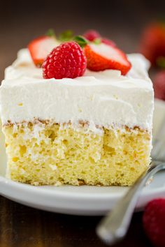 Tres Leches Cake has a soft and ultra-moist crumb. This authentic Tres Leches Cake recipe is soaked with a 3 milk mixture and topped with whipped cream. Valentine Desserts, Easy Desserts, Dessert Recipes, Cheesecake Recipes, Food Cakes, Cupcake Cakes, Fruit Cakes, Gâteau Tres Leches, Tres Leches Recipe