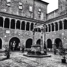 Chiostro della Basilica di SantoStefano, Bologna - Instagram di mimib67