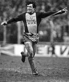 A Kevin Keegan goal celebration for Southampton in Football Uniforms, Sport Football, Kevin Keegan, Southampton Football, English Football League, Chelsea Football, Saints, Kicks, Hipster