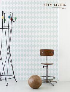 Papier peint en rouleau Harlequin Ferm Living - blanc et vert Ferm Living Wallpaper, Mint Wallpaper, Harlequin Wallpaper, Kitchen Wallpaper, Unique Wallpaper, Amazing Wallpaper, Design Shop, House Design, Mint Green