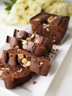 Suklainen kahvikakku vaniljatuorejuustotäytteellä - Kulinaari-ruokablogi Takana, Desserts, Food, Tailgate Desserts, Deserts, Essen, Postres, Meals, Dessert