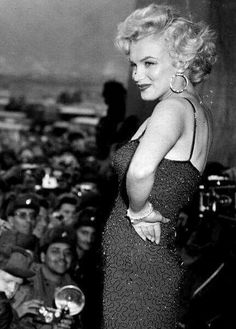 Marilyn Monroe Collection - Marilyn Monroe entertaining the troops in Korea,. Hollywood Glamour, Hollywood Actresses, Classic Hollywood, Old Hollywood, Actors & Actresses, Hollywood Bedroom, Hollywood Waves, Hollywood Fashion, Viejo Hollywood