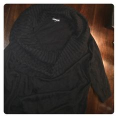 Express sweater Size small, excellent used condition big scoop neck sweater. Sleeves are 3/4 length so it's a lighter fit, perfect for summer nights or offices with AC :) Express Sweaters Crew & Scoop Necks