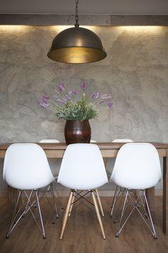 Dröm Living: Especialistas en reformas integrales e Interiorismo en Barcelona Eames, Barcelona, Chair, Furniture, Home Decor, Dining Room, Restaurants, Interiors