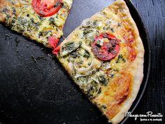 Pizza de Margherita ao Pesto, para fazer qualquer sexta-feira especial. Clique na imagem para ver a receita no blog Manga com Pimenta.