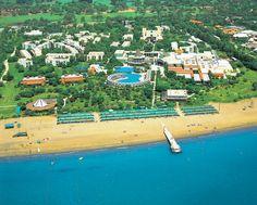 Het leuke en verzorgde 5-sterren hotel / vakantiedorp Club Asteria is gelegen in een mooie groene omgeving, direct aan het Belek-strand. Dit resort is ideaal voor families met kinderen! Het clubhotel beschikt over vele faciliteiten, zoals zwembaden met glijbanen, joggingpad, trampolines, klimwand en diverse restaurants. Hier hoef je je geen moment te vervelen!  Club Asteria ligt direct aan het strand, tussen de pijnbomen, en 6 km van Kadriye. Officiële categorie *****