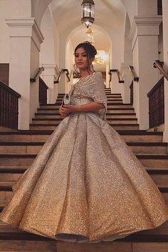 Asian Fashion Modernes philippinisches Kleid Tips For Change Your Hairstyle Change is good, but it's Modern Filipiniana Gown, Filipiniana Wedding, Debut Gowns, Debut Dresses, Filipino Fashion, Asian Fashion, Old Rose Gown, Dressy Dresses, Prom Dresses