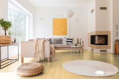 Spacious white and wooden living room with modern fireplace and sofa Best Flooring, Flooring Options, Deco M6, Modern Fireplace, Fireplace Ideas, White Fireplace, Bedroom Sofa, Scandinavian Bedroom, Scandinavian Design