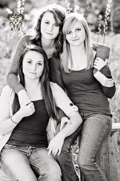 Photography poses family group shots sibling photos 57 ideas for 2019 Mother Daughter Photography, Sister Photography, Teen Photography, Children Photography, Adult Sibling Photography, Photography Outfits, Wedding Photography, Family Portrait Poses, Family Picture Poses