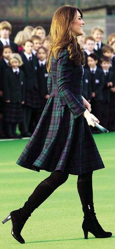 Princess Katherine, Duchess of Cambridge, beautifully styled in Scottish, Black Watch Tartan green and blue long sleeve coat dress. Moda Kate Middleton, Looks Kate Middleton, Estilo Kate Middleton, Mode Tartan, Tartan Plaid, Tartan Dress, Plaid Coat, Tartan Fashion, Royal Fashion