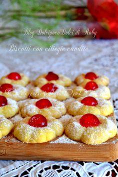 Biscotti di frolla friabili e golosissimi con ciliegie Per feste compleanno, buffet, finger food. Da poter fare anche con 1 settimana di anticipo. QUI la Ricetta  http://blog.giallozafferano.it/dolcipocodolci/biscotti-con-ciliegie-candite/