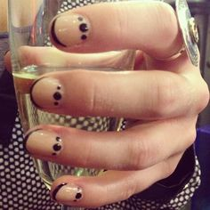 One of the happy guests today with a dots moon mani and the necessary accessory