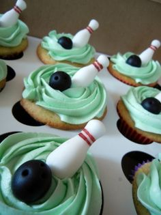 Bowling cupcakes by laceycakes.