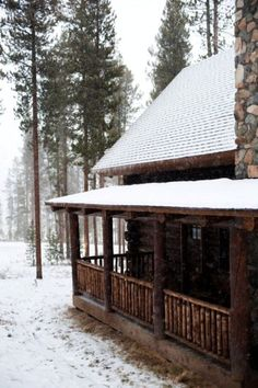 OK...I don't want to live in a log cabin...but would LOVE one for a lake cabin (better yet, on a river somewhere)!
