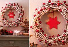 Une couronne de Noël en branches naturellesNoël est déjà à votre porte… L'heure est venue de fabriquer une jolie couronne en branches naturellesornée de jolies boules rouges.Pour réaliser en un rien de temps une superbe décoration de Noël, il vous suffit de suivre le pas à pas suivant.