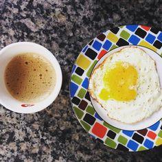 De hoje: Café purinho  ovo fritinho na manteiga. #lchf #lowcarb #eatclean #paleolifestyle #30diasbichoeplanta #lowcarbhighfat by isacbvm