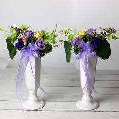 枯れないお花、プリザーブドフラワーとアーティフィシャルフラワーのお供えのお花です。 きれいな状態が長持ちしますので、季節を問わず安心して飾って頂けます。 シックな紫と白、グリーンの色合いが上品です。 対で飾って頂けるよう、2個セットでお届けします。