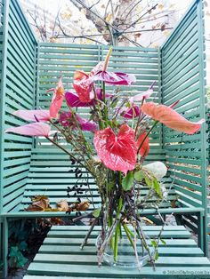 DIY | Hip bloemstuk van Anthuriums en droogbloemen - Woonblog StijlvolStyling.com by SBZ Interieur Design Ikebana, Most Beautiful, Table Decorations, Spring, Flowers, Plants, Inspiration, Bouquets, Design
