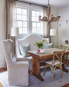20 Timeless Farmhouse Dining Room Design and Decor Ideas that are Simply Charming Rustic Dining Chairs, Dining Room Bench, Dining Room Sets, Dining Room Design, Dining Room Furniture, Rustic Furniture, Dining Table, Dining Area, Furniture Design