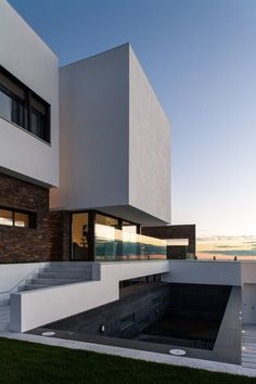 Image 17 of 35 from gallery of AP House / MVN Arquitectos. Courtesy of MVN Arquitectos Architecture Design, Residential Architecture, Amazing Architecture, Contemporary Architecture, Minimalist Architecture, Landscape Architecture, Modern Buildings, Beautiful Buildings, Beautiful Homes