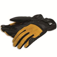 The Street Master sheepskin gloves combine classic style with a modern fit. Equipped with double layers of microfiber and inserts in shock absorbing material, they are certified according to EC standards. Ducati Scrambler, Scrambler Motorcycle, Motorcycle Style, Yamaha, Motorcycle Fashion, Sheepskin Gloves, Performance Parts, Black N Yellow, In This World