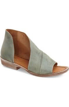 I love, love, love the asymmetry of this flat. It makes it so unique. Note to self: Need to find a similar style that won't break my bank account like this Free People one.