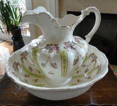 antique pitcher and bowl - Bing images Ceramic Pitcher, Ceramic Bowls, Porcelain Ceramics, Wash Stand, Water Pitchers, Vintage Kitchenware, Cottage Design, Flower Decorations, Pottery