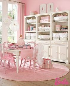 Shabby pretty dining area