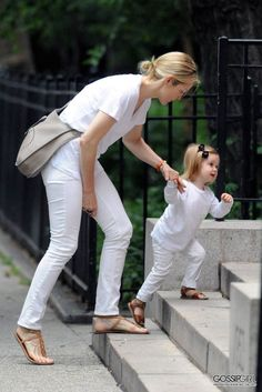 Just white ... Kelly Rutherford & daughter