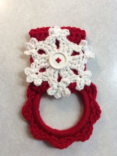 Dish Towel - Snowflake kitchen towel hanger Christmas by Yarnhotoffthehook - item has been sold Crochet Towel Holders, Crochet Dish Towels, Crochet Towel Topper, Crochet Potholders, Crochet Kitchen, Crochet Home, Hand Crochet, Free Crochet, Knit Crochet