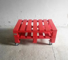 czerwony! Stolik kawowy z PALET | http://dekoeko.com/product/czerwony-stolik-kawowy-z-palet/ | Kup na www.dekoeko.com