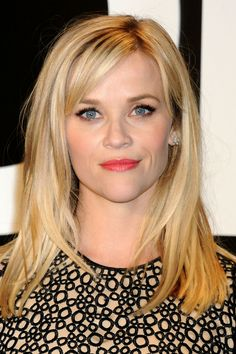 Hair layered long bangs reese witherspoon ideas for 2019 Reese Witherspoon Hair, Reece Witherspoon Hairstyles, Medium Hair Styles, Long Hair Styles, Medium Length Hair With Layers And Side Bangs, Brown Blonde Hair, Blonde Side Bangs, Side Fringe Bangs, Side Part Bangs