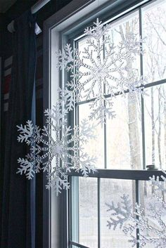 Save money this year with these DIY Dollar Store Christmas decorations! These Dollar Store Christmas Decor ideas are incredibly cute & easy! Christmas Snowflakes, Noel Christmas, Winter Christmas, Christmas Ornaments, Christmas Windows, Classy Christmas, Christmas Ideas, Crystal Snowflakes, Snowflake Ornaments