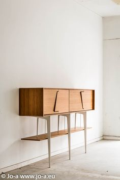 Neus Sideboard side view