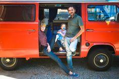 Een fotograaf, een journaliste en een baby in een oude camper op zoek naar Italie!