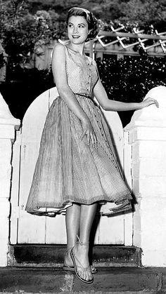 Lovely casual dress on Grace Kelly.