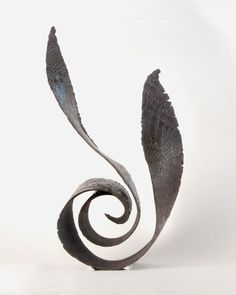 Mues - Jeanne-Sarah Bellaiche, Céramiste. Création de céramiques contemporaines en Bretagne. Soft Waves, Paperclay, Pottery Designs, Sculpture, Stone Art, Drawing S, Ceramic Art, Creations, Art Deco