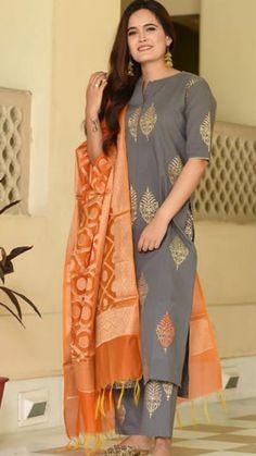 New wedding indian dress color combinations india ideas Churidar Designs, Kurta Designs Women, Kurti Neck Designs, Kurti Designs Party Wear, Blouse Designs, Indian Dresses, Indian Outfits, Color Combinations For Clothes, Beautiful Color Combinations