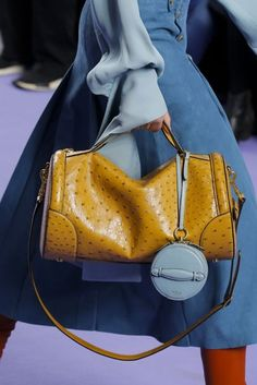 Mulberry Autumn/Winter 2017 Ready to Wear Details | British Vogue. bag, сумки модные брендовые, bag lovers,bloghandbags.blogspot.com