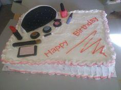 Cake de vainilla relleno de piña y betun de crema con accesorios de fondant.
