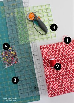 Learn how to sew boxed corners: the simple sewing technique for giving a flat piece of fabric corners to fit over tables, cushions and more! Sewing Lessons, Sewing Hacks, Sewing Tutorials, Sewing Crafts, Bag Tutorials, Bag Patterns To Sew, Sewing Patterns, Fabric Boxes, Fabric Basket