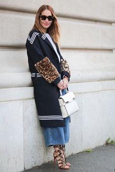 A guest is wearing a Delvaux bag after the Giambattista Valli show during Paris Fashion Week Womenswear Fall Winter on March 7 2016 in. Look Street Style, Street Style 2016, Fashion Week, Fashion Show, Paris Fashion, Fashion Ideas, International Fashion, Popsugar, Women Wear