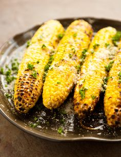 Parmesan Garlic Grilled Corn Must try this one. I love grilled corn! Corn Recipes, Side Dish Recipes, Veggie Recipes, Great Recipes, Dinner Recipes, Healthy Recipes, Amazing Recipes, Healthy Food, Recipies